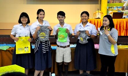มมส แนะแนวการศึกษาระดับปริญญาตรี ระบบรับตรง ปี 2557 ณ โรงเรียนสงวนหญิง สุพรรณบุรี