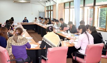ประชุมเรื่องการดำเนินงานศูนย์ประสานงานจัดหางานให้บัณฑิต
