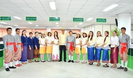 10 เมษายน 2557 กองบริการการศึกษา ร่วมงานสงกรานต์ ม.มหาสารคาม