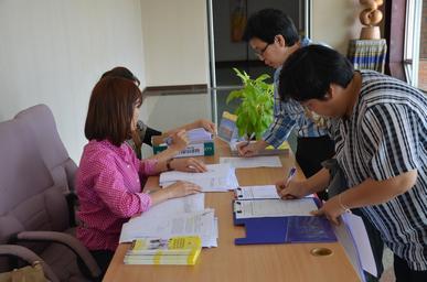 ประชุม พิจารณาผู้มีสิทธิ์สอบสัมภาษณ์ระบบพิเศษ ปีการศึกษา2558