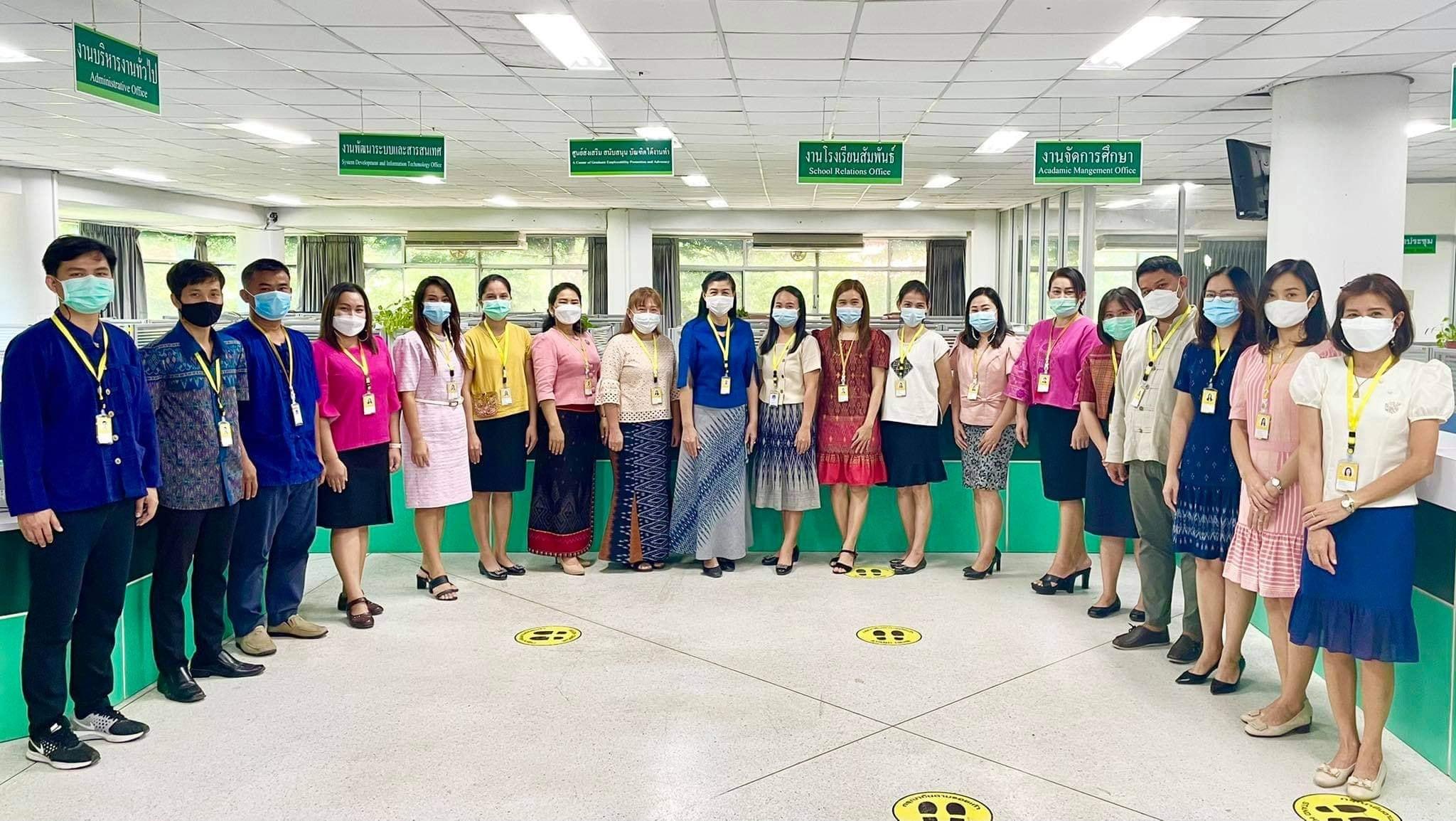 บุคลากรกองบริการการศึกษาสวมใส่ผ้าไทย