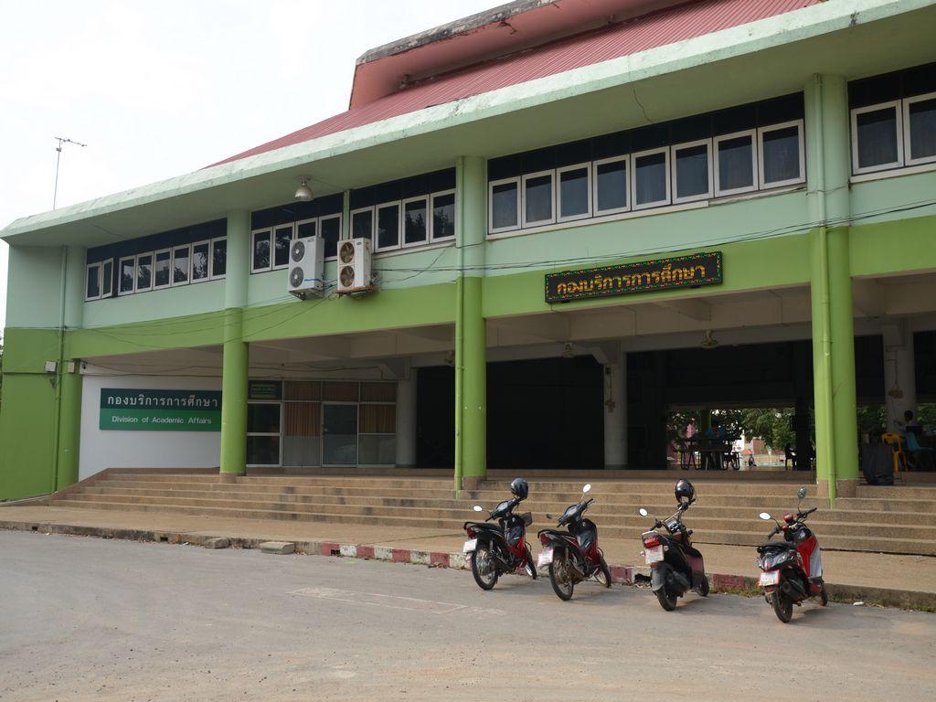 ภาพกองบริการการศึกษาหน้าตึก